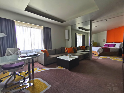 曼谷隆比尼公园皇冠假日酒店