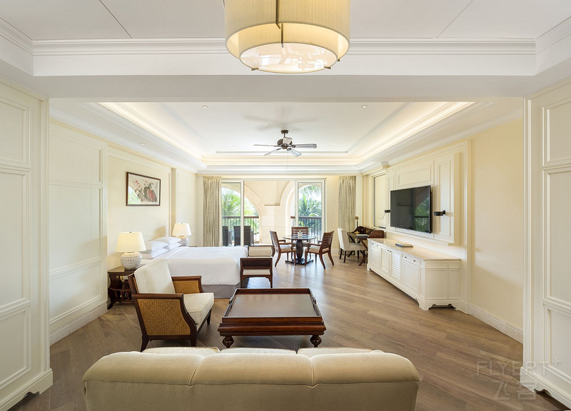 Deluxe_Two_Bedroom_Suite_Garden_View_Master_Bedroom-寮