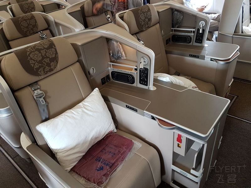 Thompson Vantage XL Seat.jpg
