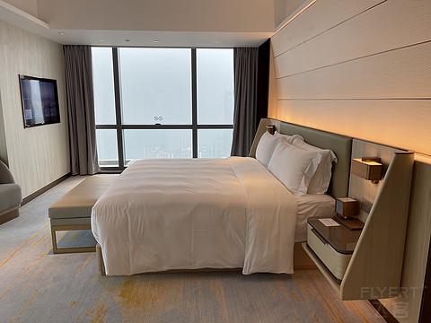雾都地标:重庆来福士洲际酒店行政套房