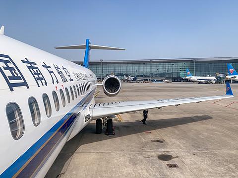 打卡第三次终于坐上国产ARJ21飞机,梅州——广州短途报告