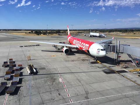 以前正常日子的飞行记录 经巴厘岛和北京转机放假回家 预算有限也要体验公务舱(1)