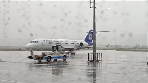 国产ARJ21体验--江西航空的天气延误之旅