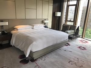 烟雨中的南京华泰万丽酒店