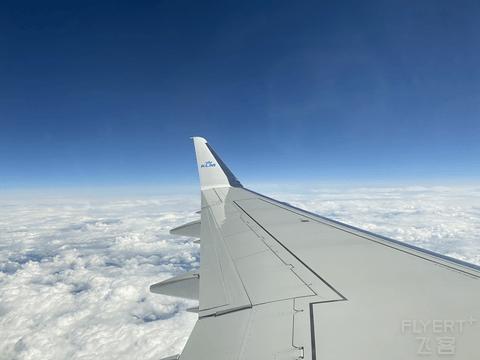 首次体验巴航工E75小型支线客机GLA-AMS-XMN中转回国