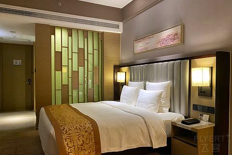 「丝竹管乐声不至,窗含铁轨似排箫」成都龙之梦瑞峰国际酒店