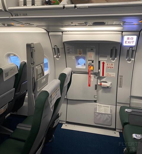 你们说国航有跟cc并排坐的座位吗