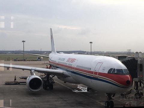 以前正常日子的飞行记录 现金购票+里程公务舱 再次经巴厘岛回珀斯上学