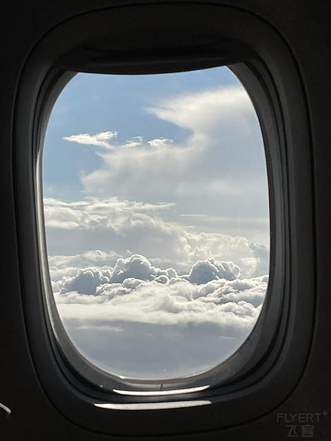 雨中飞行一波三折的回京之旅 CA1558 公务舱体验