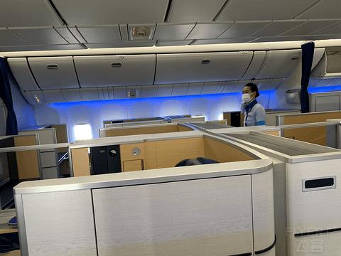【返美记3】全日空ANA 777头等舱 包舱飞行体验 NRT-ORD暨师生返美攻略