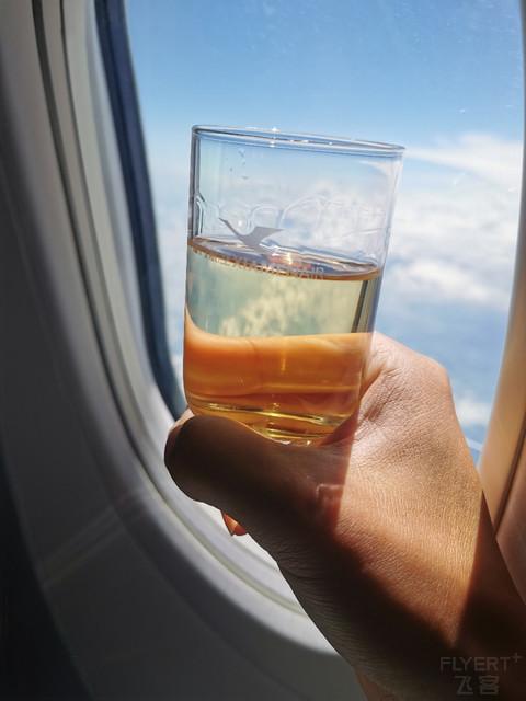 去南方避暑--长春龙嘉机场南航休息室和厦门航空MF8076长春-宁波商务舱体验
