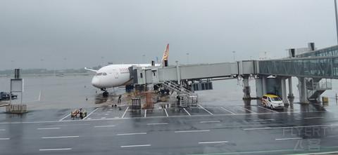 进圈预警,暴风雨来临之际落地郑州,深圳-郑州海航788公务舱体验。