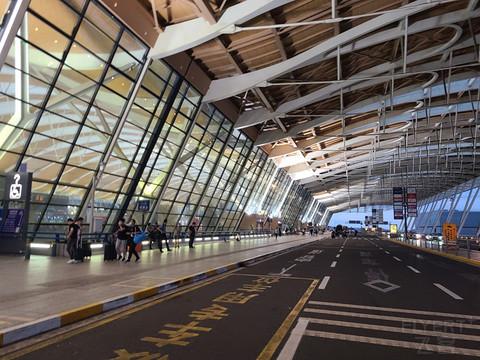 一大早的浦东机场T2安检前支付宝休息室及南航152休息室报告