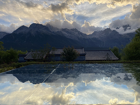 滇西·积玉堆琼 山巅横卧·丽江金茂璞修雪山酒店行走·在大自然前变渺小