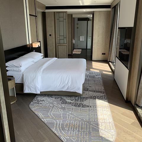 硬件新,电视机大,服务很好的嘉兴希尔顿酒店2天积分房体验