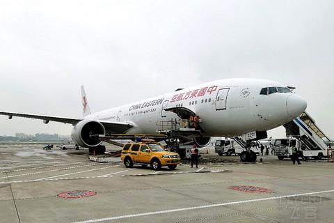 体验东航波音777豪华头等舱最短国内航线之一,MU6968,青岛胶东TAO-上海浦东PVG