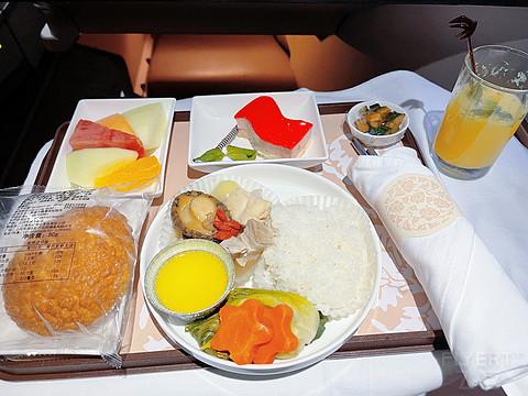Flight Log|SHA-PEK 东航A330(33L)公务舱【生日体验】|虹桥21米层休息室