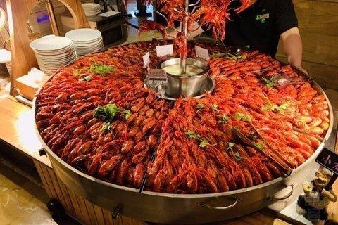 ¥139起/位--上海大华锦绣假日酒店小龙虾+铁板烧烤+小火锅自助晚餐