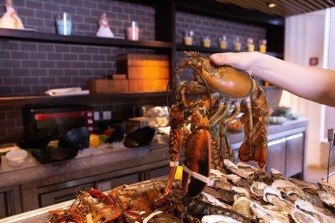 【饕餮盛宴】斯格威铂尔曼大酒店双人金姜海鲜自助晚餐(波龙,小青龙,小龙虾畅享)
