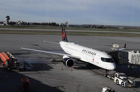 打卡加拿大首都机场+首次参观A220驾驶舱!加航渥太华-多伦多省内航线FR