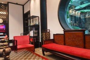 古色古香的酒店,性价比还可以,地铁3号线出口……